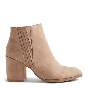 NIB Shoe Dazzle Taupe Faux Suede Heeled Booties